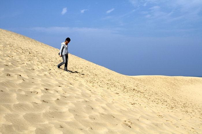 تپههای شنی توتوری در جزیرهی هونشو در کشور ژاپن واقع شده است