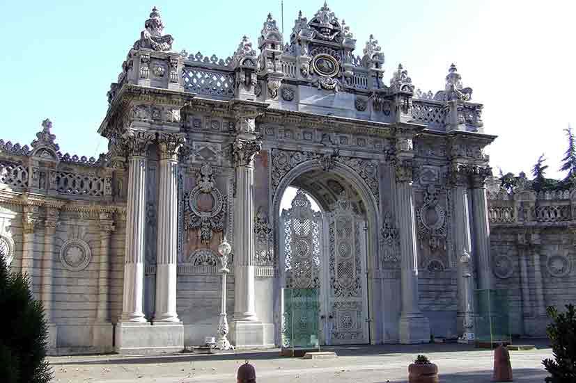 کاخ دلمه باغچه استانبول همراه با آدرس