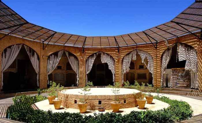 هتل کاروانسرای زین الدین مهریز یزد