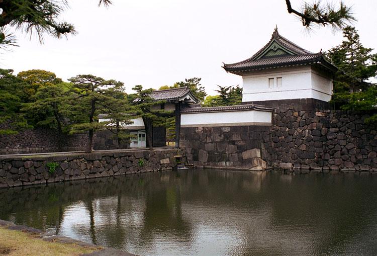 ژاپن کاخ امپراتوری توکیو , نمادی از حفظ سنت هاژاپن کاخ امپراتوری توکیو , نمادی از حفظ سنت ها