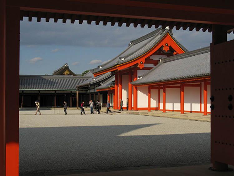 نگاهی به تاریخچه کاخ امپراتوری ژاپننگاهی به تاریخچه کاخ امپراتوری ژاپن